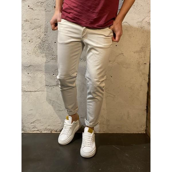 Pantaloni skinny crema