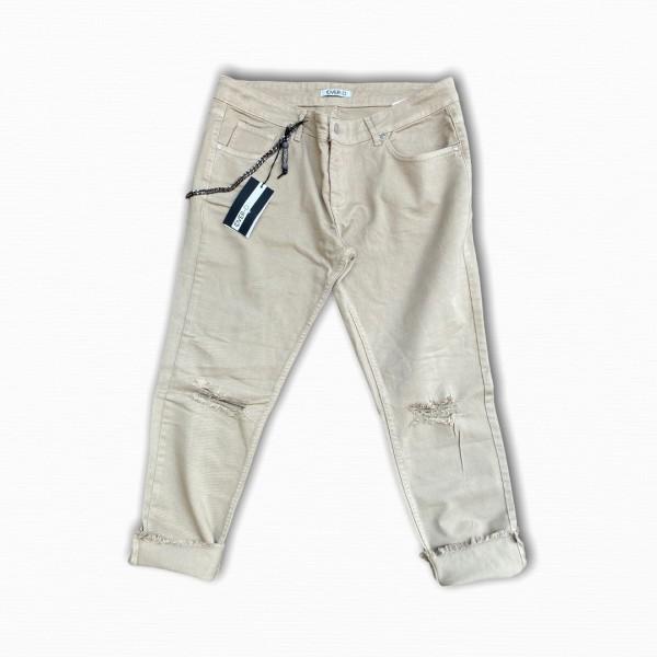 Pantaloni over slim con rotture