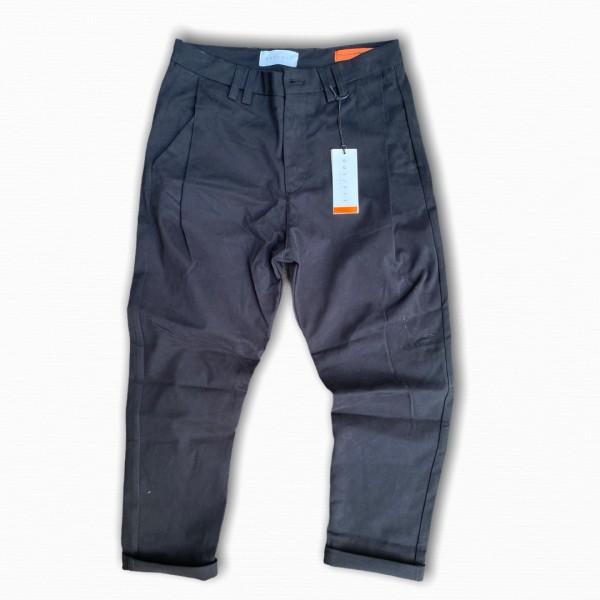 Pantalone  nero con pensa laterale outfit