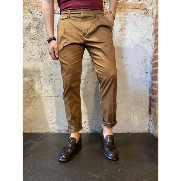 Pantalone outfit marrone
