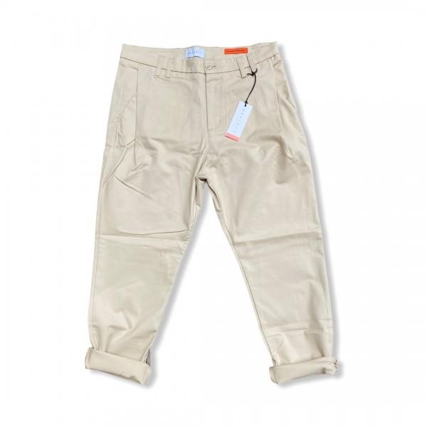 Pantaloni pensa outfit