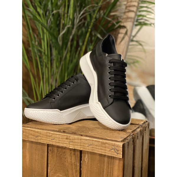 Sneakers suola oversize nere gommate