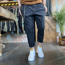 Pantalone carrot fit nero