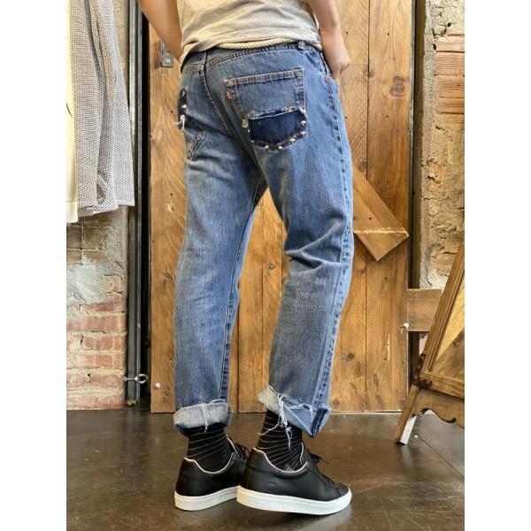 Levis custom borchiati sulla tasca posteriore