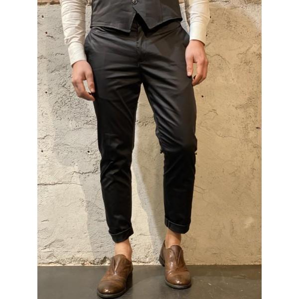 Pantaloni eleganti slim neri