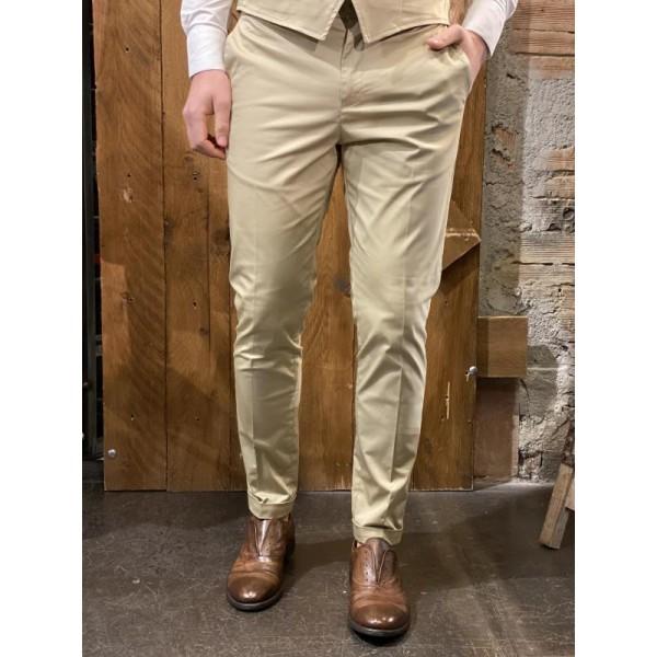 Pantaloni eleganti slim fit crema