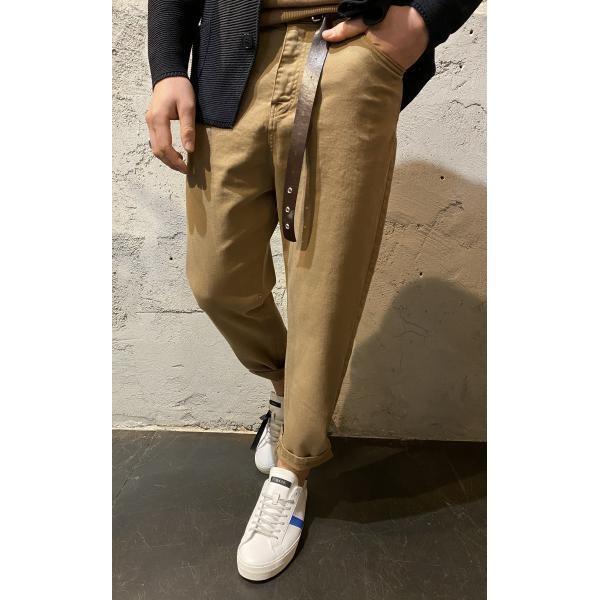 Pantaloni con cinta marroni