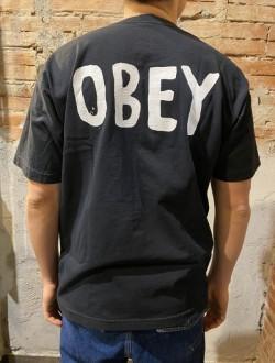 T shirt obey nera scritta retro