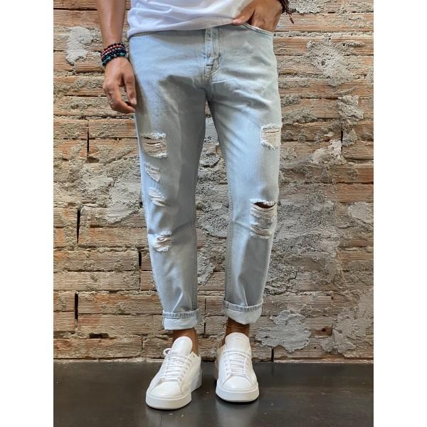 Jeans strappo