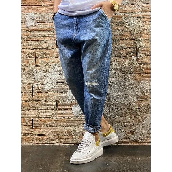 Jeans over blu